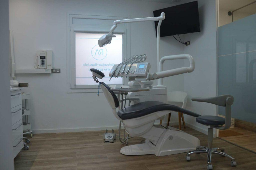 Clínica dental Girona telefono